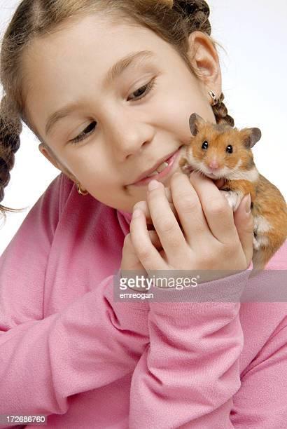 Fille et hamster