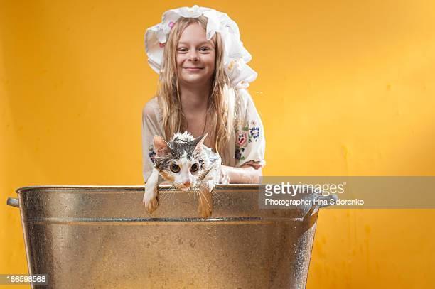 Girl bathe a cat