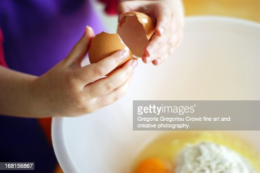 how to keep an egg from cracking