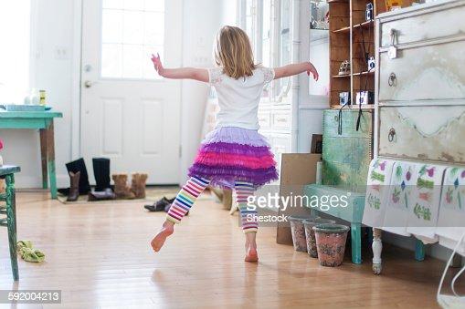 Dancing girl living room: serena 18 fuck