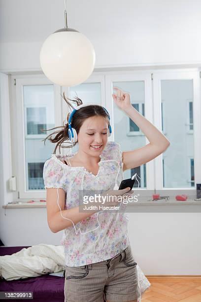 Mädchen Tanzen auf mp3-player