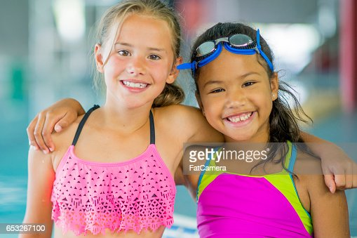 Girl Friends Going for a Swim : Stockfoto