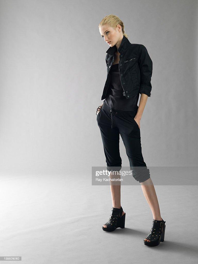 Girl full length hands in pockets : Bildbanksbilder