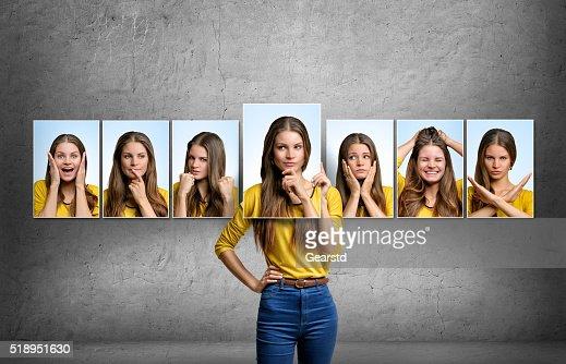 Chica tiene cambios su rostro y retratos con diferentes emociones : Foto de stock