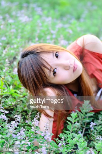 Girl in a field : Bildbanksbilder