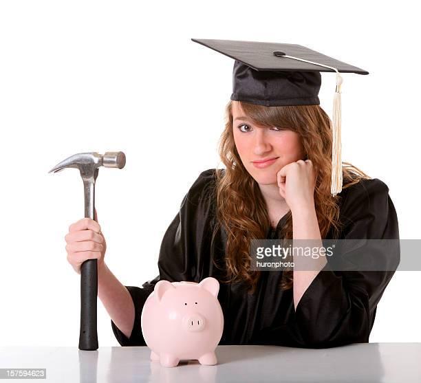 Mädchen in cap Abendkleid mit hammer und bank