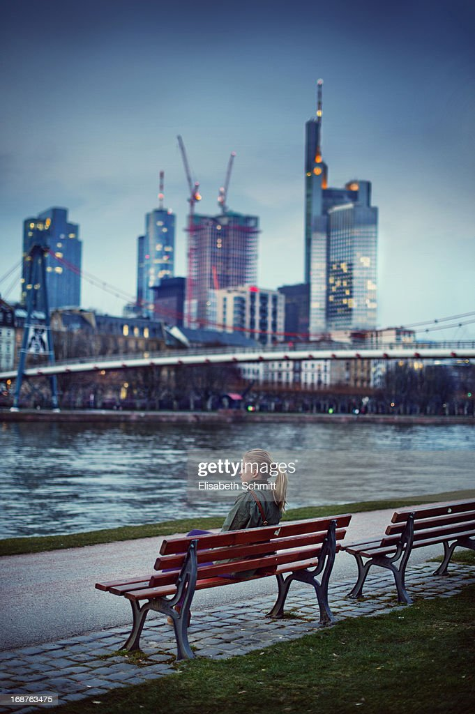 Girl in front of skyline of Frankfurt (Main)