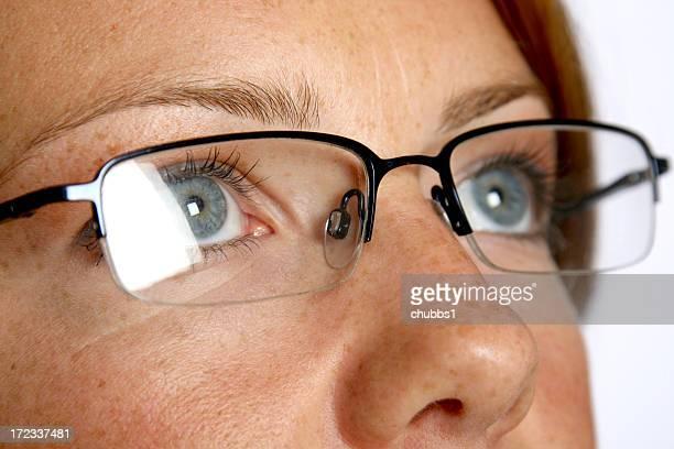 Ragazza in occhiali