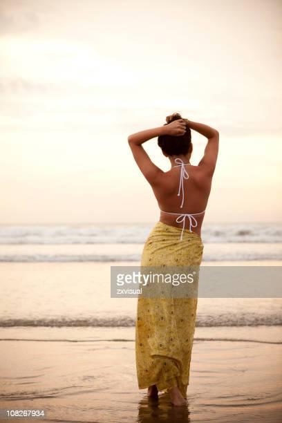 Ragazza sulla spiaggia, Bali