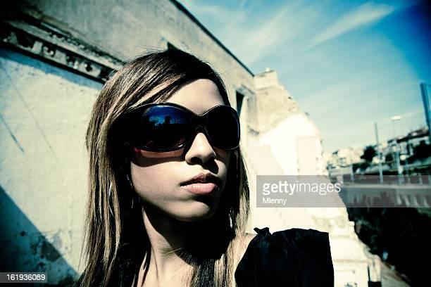 Femme dans la ville du soleil