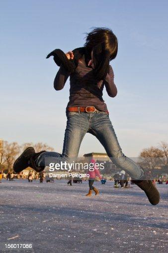 Girl jumping : ストックフォト