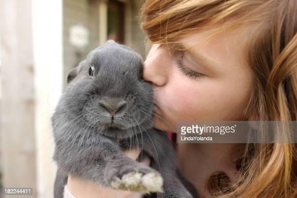 Ragazza Baciare Coniglio