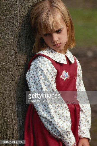 girl leaning against tree side view stock foto getty images. Black Bedroom Furniture Sets. Home Design Ideas