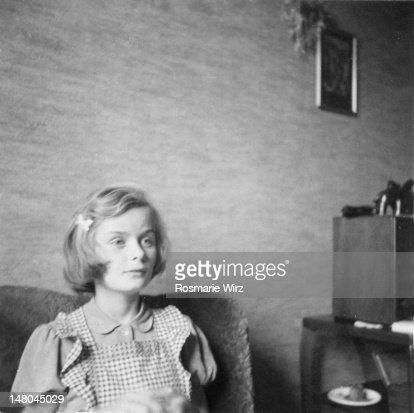 Girl listening to radio : ストックフォト