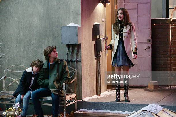 girl meets world farkle new look Girl meets world au: and turns to look at the blonde girl walking towards them and pulls her to face away from farkle he smiles at the girl.