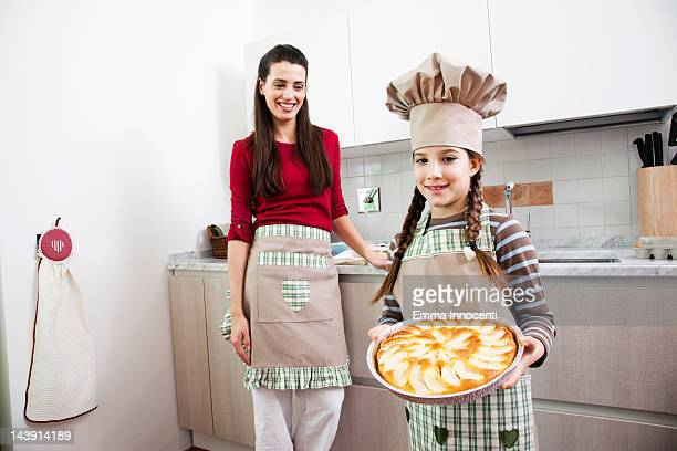 girl, mum, holding, apple pie, standing