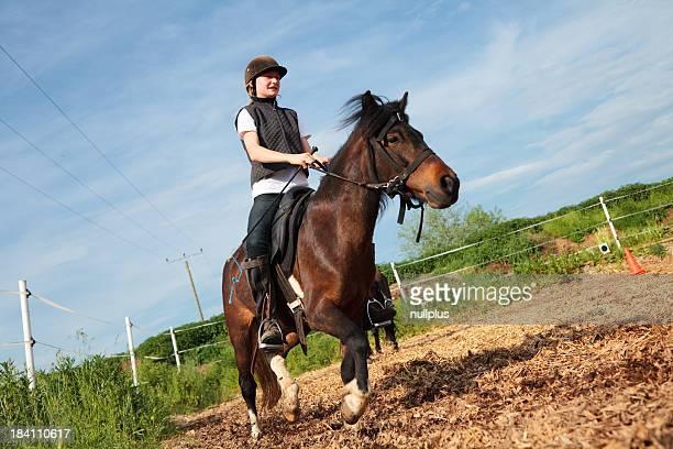 Ragazza a cavallo ranch