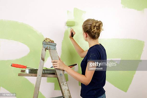 Camera ragazza dipinto di verde