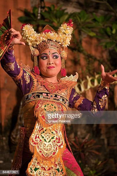 Girl performing the traditional Balinese dance