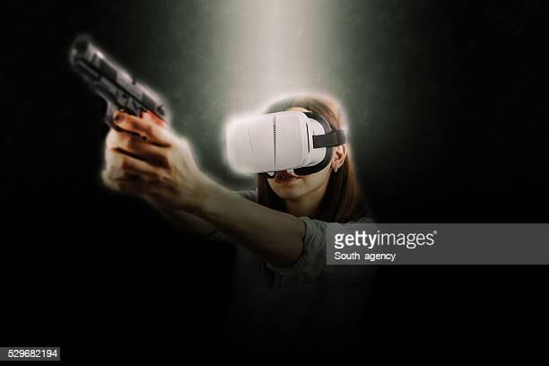 Fille jouant de réalité virtuelle