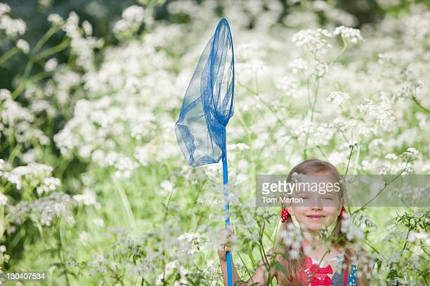 Girl playing に蝶と花のネットフィールド