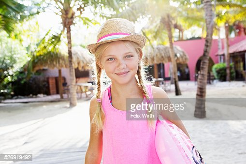 Girl (10-12) posing on beach : Stockfoto