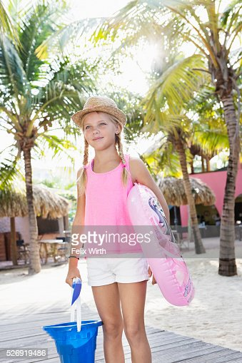Girl (10-12) posing with beach toys : ストックフォト