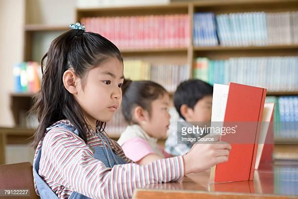 女の子読書は