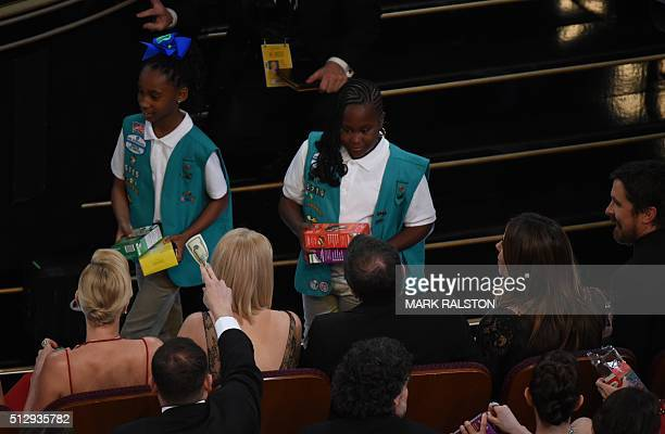 Girl Scouts troop sell cookies at the 88th Oscars on February 28 2016 in Hollywood California AFP PHOTO / MARK RALSTON / AFP / MARK RALSTON