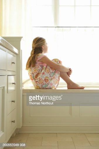 girl sitting on edge of bathtub hugging knees side view stock foto getty images. Black Bedroom Furniture Sets. Home Design Ideas