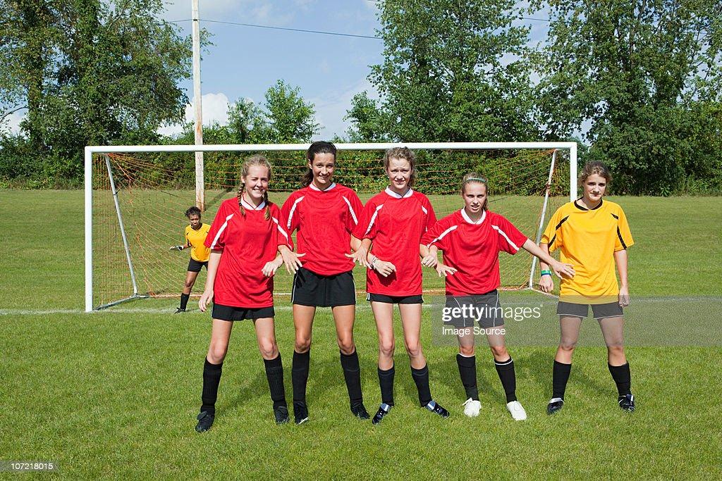 Girl soccer players make defensive wall : Stock Photo