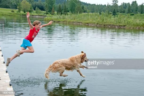 女の子の彼女の犬