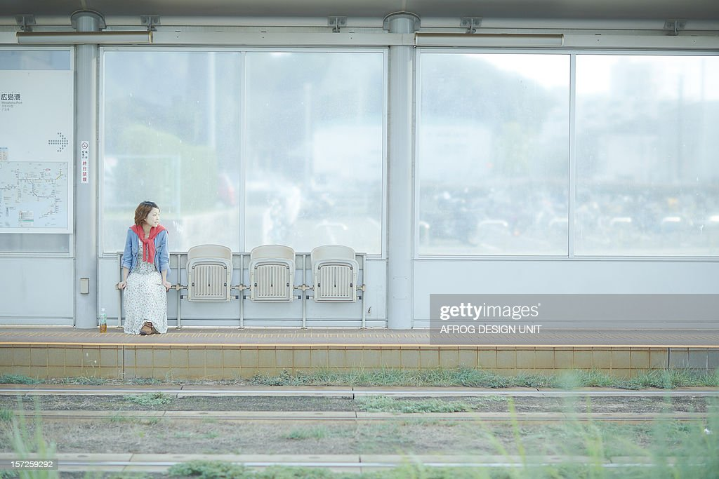 Girl to travel-railroad station