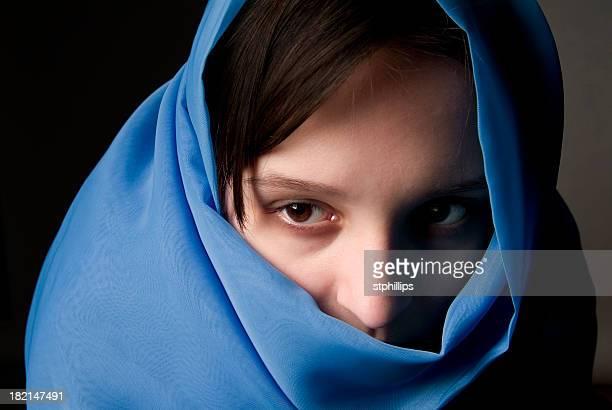 girl veiled 02