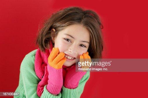 Mädchen mit schönen Fäustlinge : Stock-Foto