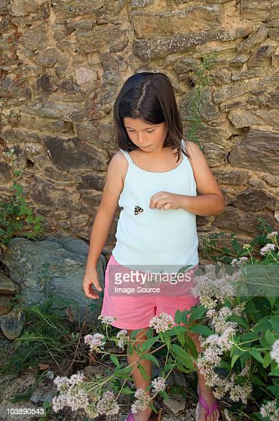 女性彼女のベストに蝶のトップ