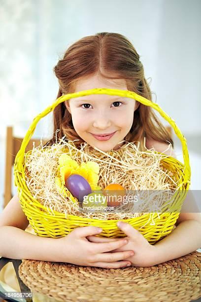 Mädchen mit nach Wunsch zubereiteten Eiern