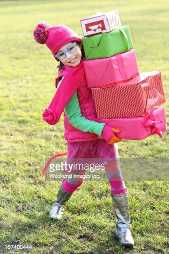 Fille avec des cadeaux : Photo