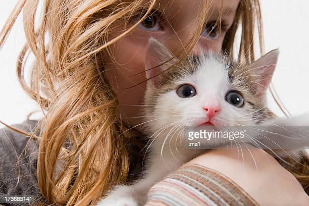 Mädchen mit Kätzchen