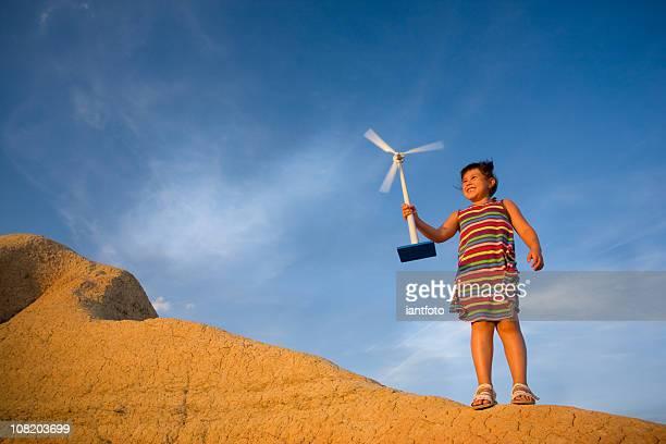 女の子、小型の風力タービン