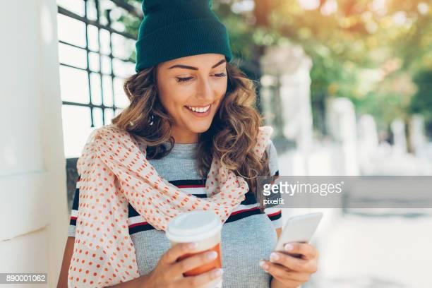 Mädchen mit smart phone