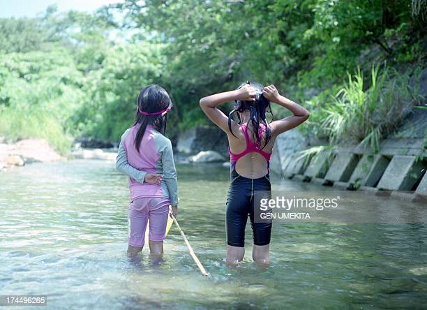girls back who play in the river