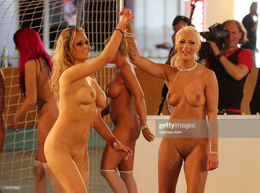 g naked football girls video