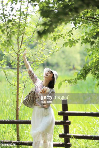Girls college student who raises his right hand and enjoys nature