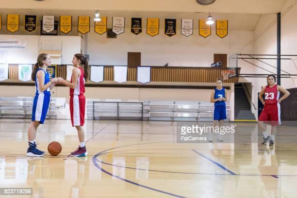 High School Basketballspiel für Mädchen