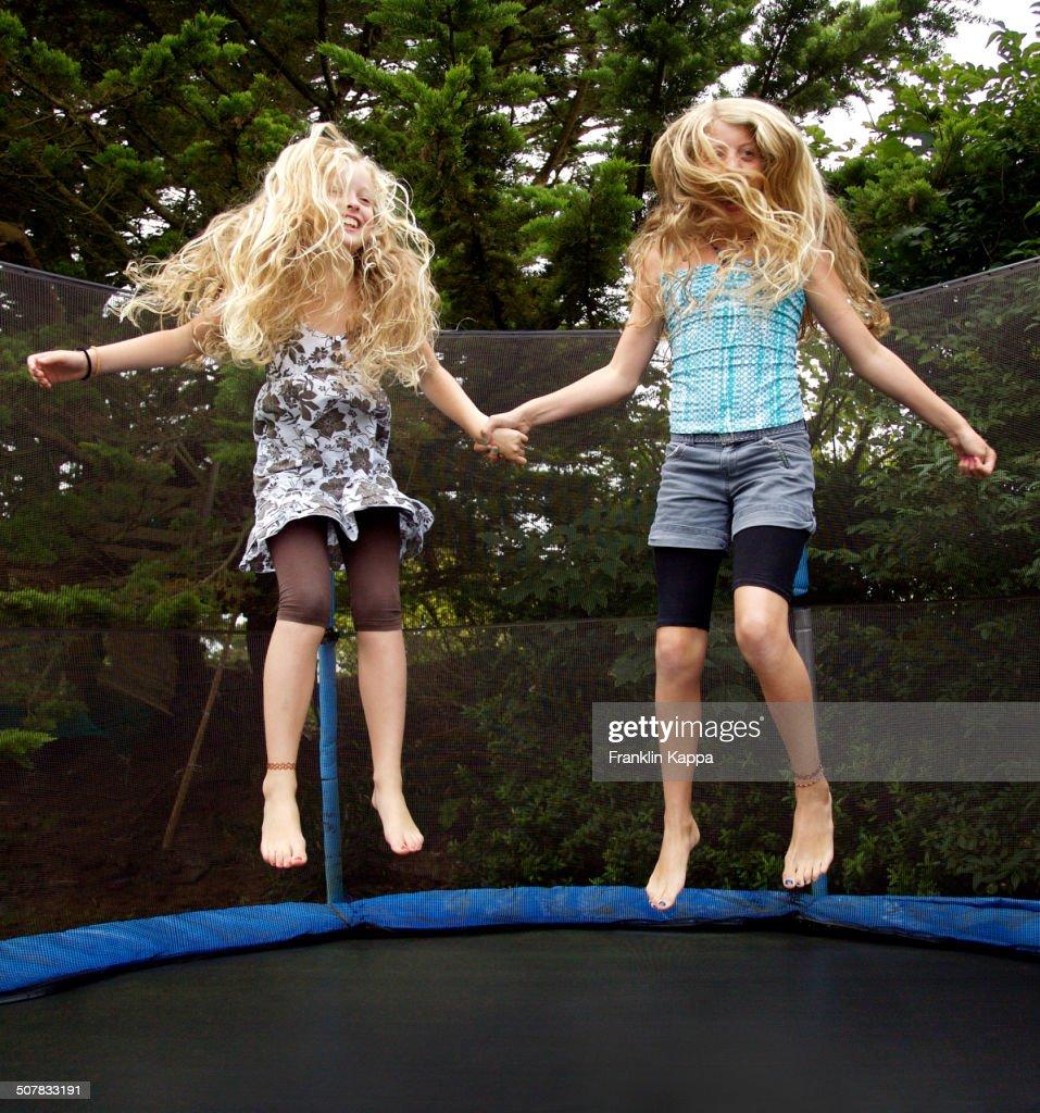 Theme Girls on trampolines