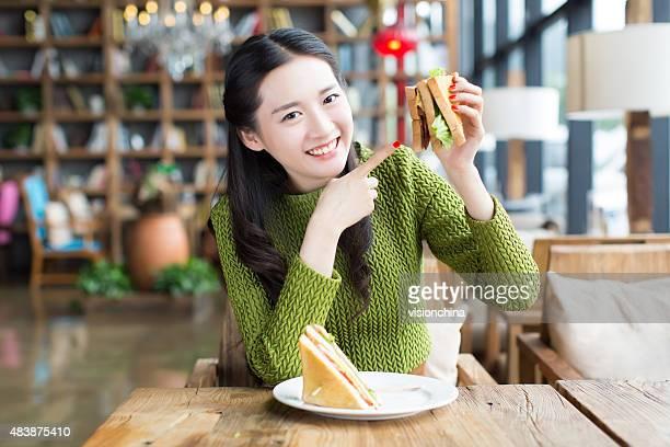 Mädchen Essen Sandwich,