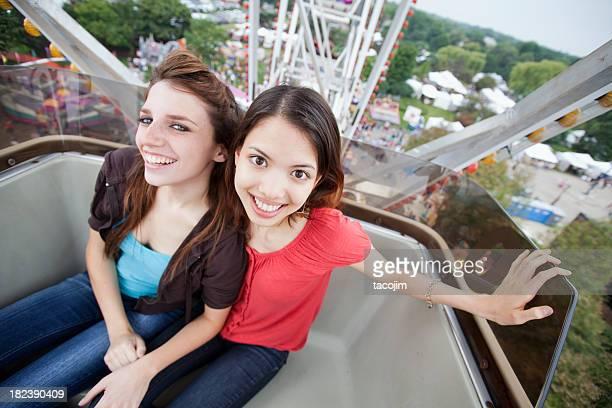 Niñas en un Ferris Wheel