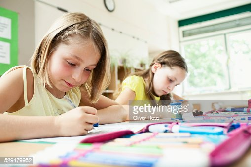 Girls painting in classroom : Stockfoto