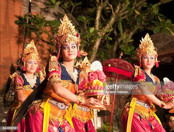 Girls performing the traditional Balinese dance